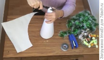 подрезаем макушку и закрепляем степлером