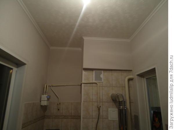 Холодно помещение,наружное окно по стене,где стоит  счетчик газа....