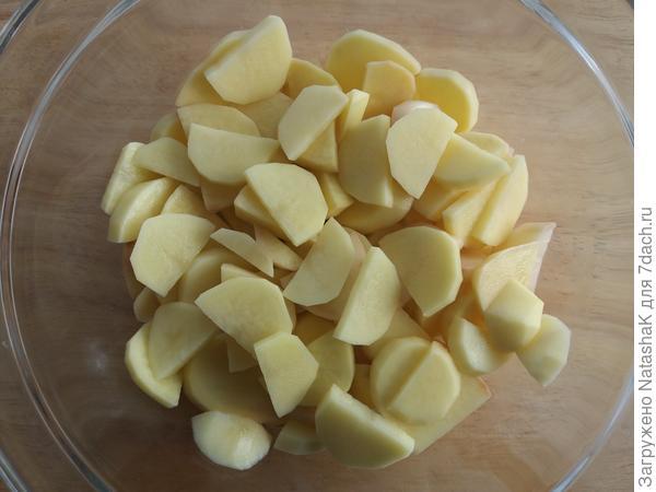Картошечка - порезана и присолена