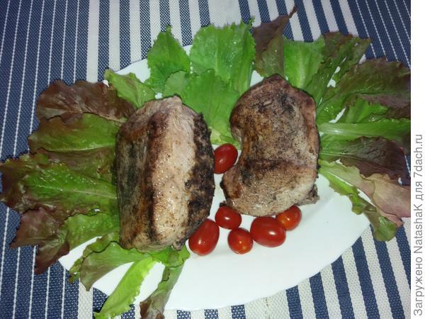 Филе индейки, фаршированное черносливом и грецкими орехами