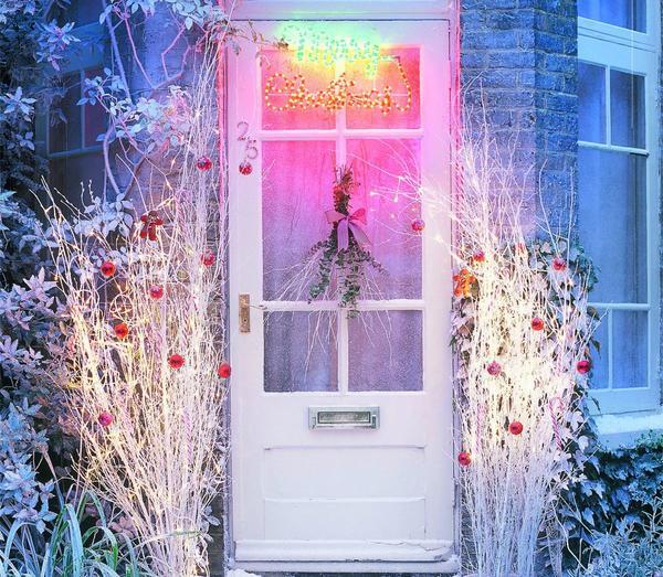Здесь проще создать атмосферу волшебства, превратив привычные интерьеры в праздничные