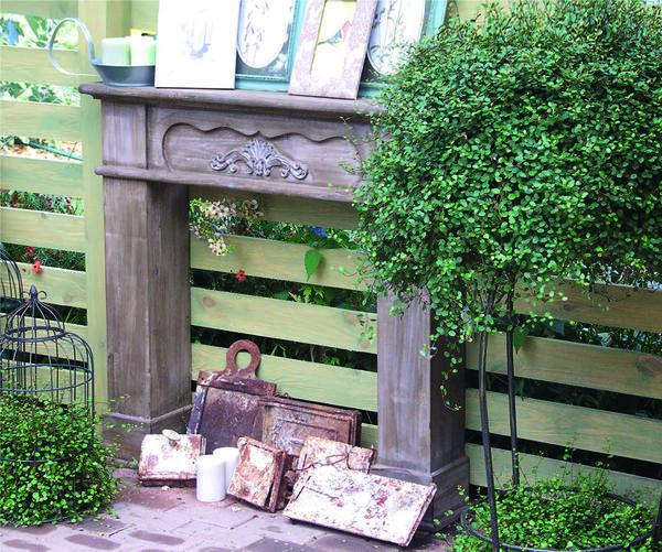 Фальш-камин - деталь, которая оживит скучный забор.