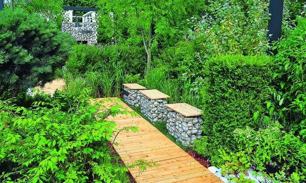 Эти монументальные сооружения в любом саду выглядят оригинально