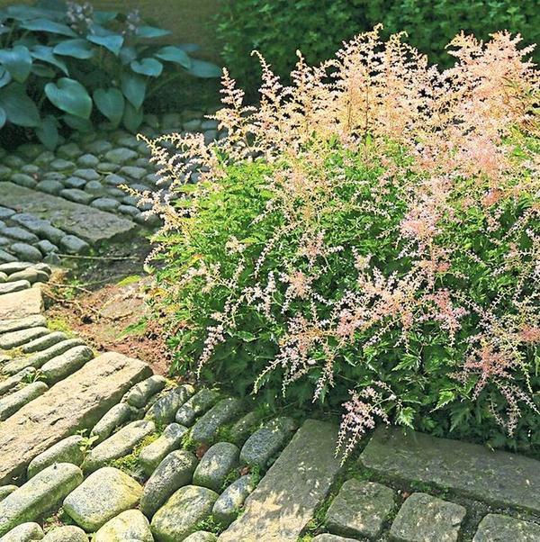 Натуральный камень подходит для садов пейзажного стиля