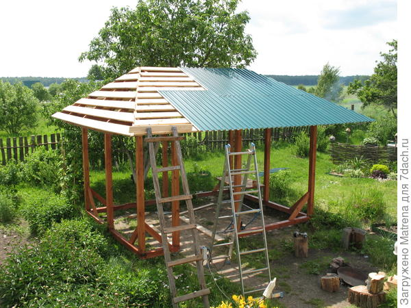 Решили такое основательное сооружение крыть железом.