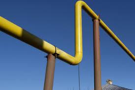 Вот так это выглядит по всем улицам, от таких труб идут поменьше диаметром к домам