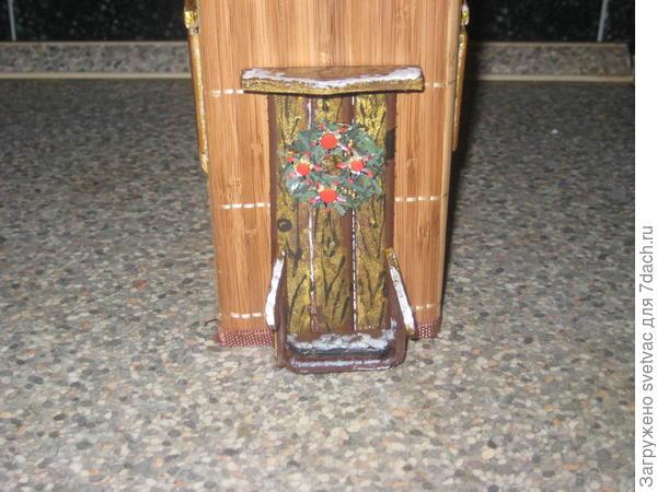 Дверь с рождественским венком