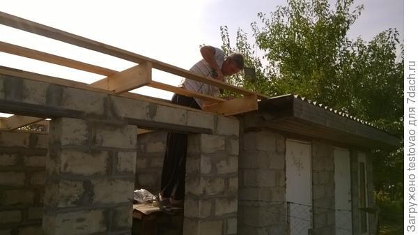 Вот и крыша скоро будет готова!