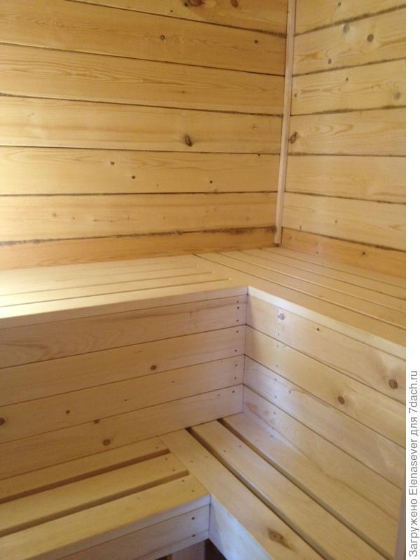 полки и потолок сделали из осины, обработали натуральным парафиновым маслом Тиккурила стены не стали обшивать - пусть усаживаются потихоньку