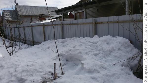 вид справа снег от соседей