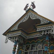 на крыше 2 медведя