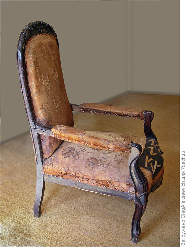 каминное кресло до реставрации