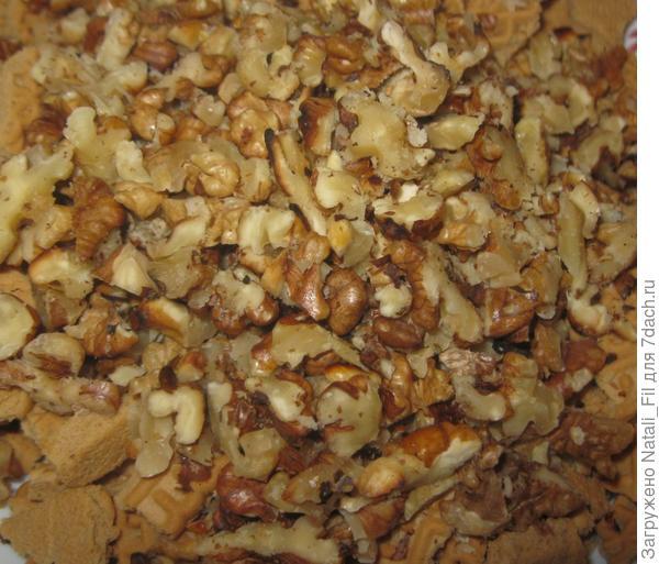 Затем орехи измельчить.