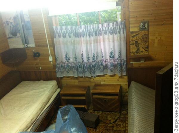 Комната со старой мебелью.