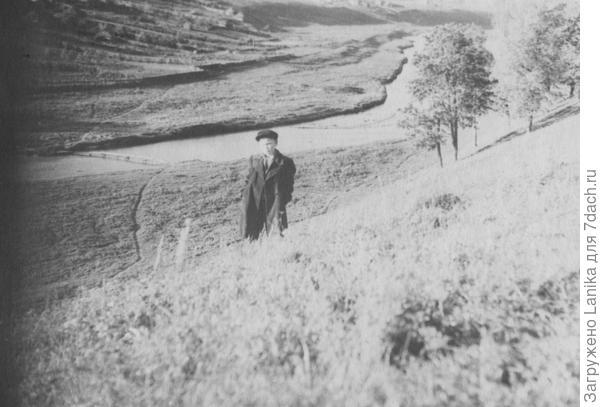 Село расположилось на обоих берегах речки Пёт. Мальчик - это мой муж в 60гг.