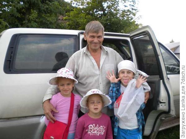 Внучки обожали отправляться в путешествие на Террано, знали - он как танк, грязи не боится!
