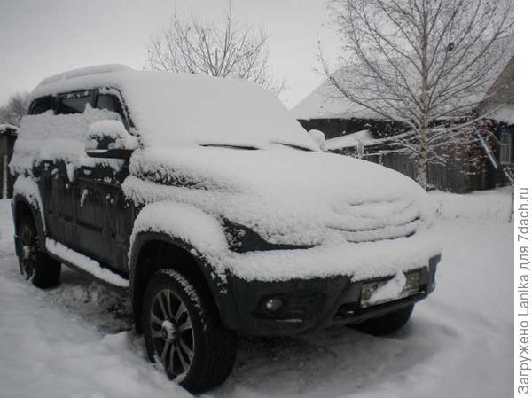 Обратно ехали по заснеженному полю в снегу по колено (ну, приврала немного, в ложбинках - до середины икры). Легко!
