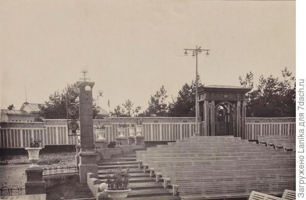 Был летний театр, в котором очень часто проходили концерты, выступления, конкурсы...