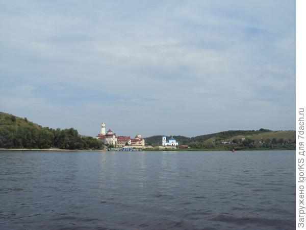 Любимая река Волга...
