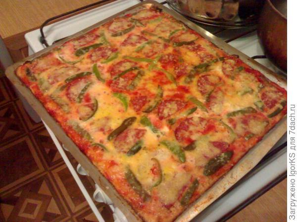 Пицца с опятами и сервелатом