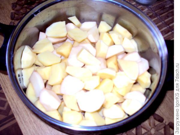 Картошечка нарезана и просится в духовку
