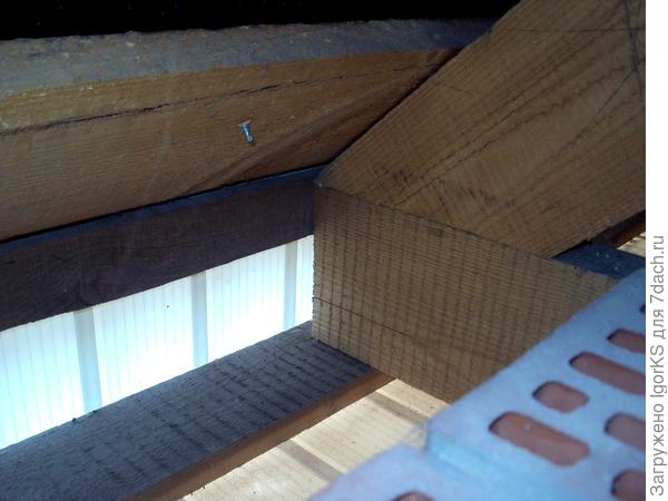 Карнизный узел изнутри постройки