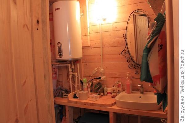 Ванная комната очень крохотная, но в ней поместилось всё!