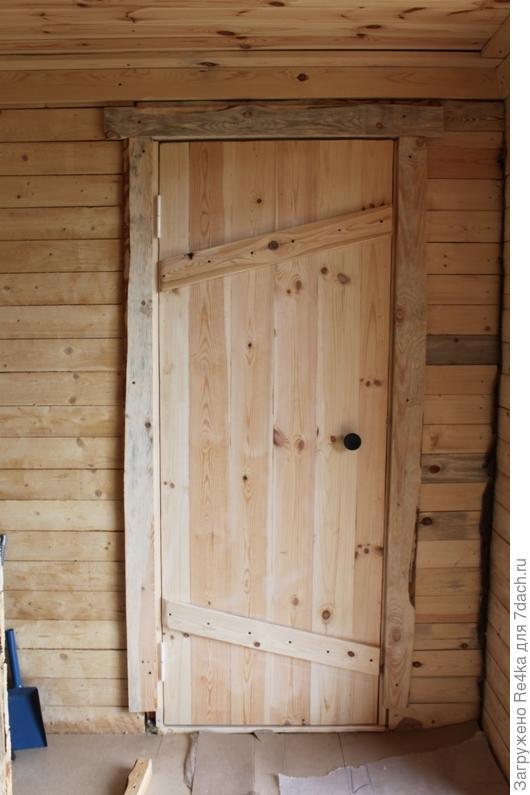 Все двери в доме и  бане сделаны в определённом стиле - стародеревенском, стиле хижины.