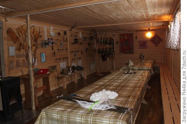 Горница в нежилой половине дома.