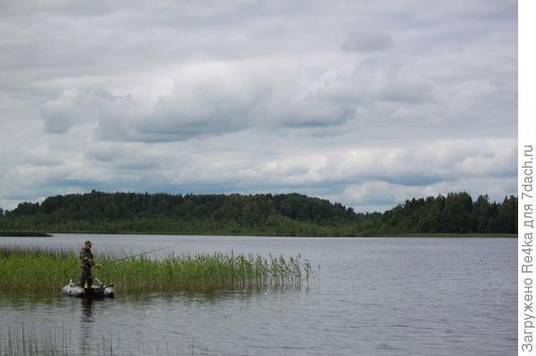 Есть в наших краях озеро Бобровое...