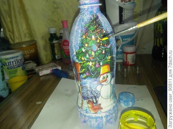 Красками (акриловыми , купленными худож. магазине ) выделила игрушки на елке , веточки некоторые , ведра на снеговиках . Некоторые элементы , что бы картинке стали более яркими .