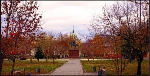 Новый сквер на месте старого и запущенного комсомольского парка. Фотография с сайта http://www.svadba22.org
