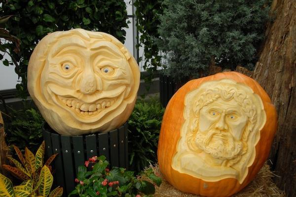 Тыквенные шедевры, вышедшие из-под резца Майка. Фото с сайта pumpkinfest.miramarevents.com
