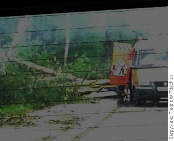 убирают развалившуюся остановку на Донинском шоссе