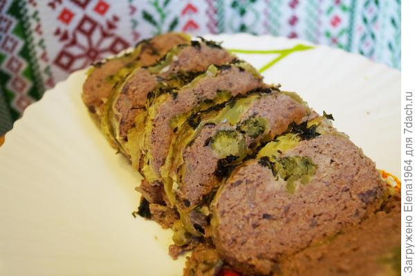Мясной рулет с кабачком и брокколи