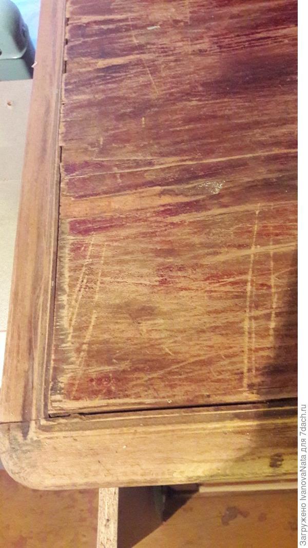 такая вот никакая столешница у комода. планирую наклеить тонкий спил сосны (2мм), затем пошкурить, пошпаклевать, поморить, покрыть лаком.