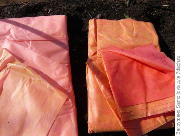 Слева нетканка 10-ти метровая розового цвета, справа - 5-ти метровая яркая