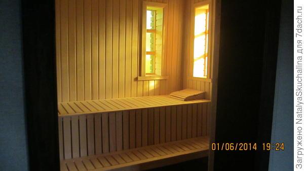 сауна, за дверью справа дровяная печь