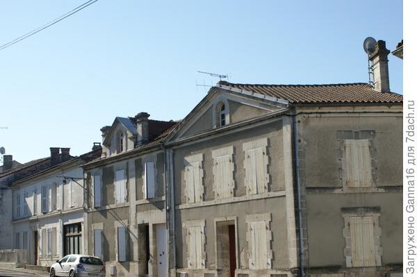 Три разных дома. И улица продолжается...