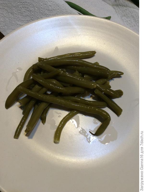 Отварить или на пару. Потом в салат. Мы любим с оливковым маслом и чесноком.