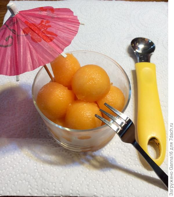 """"""" шариками"""" и ложечка для их нарезания"""