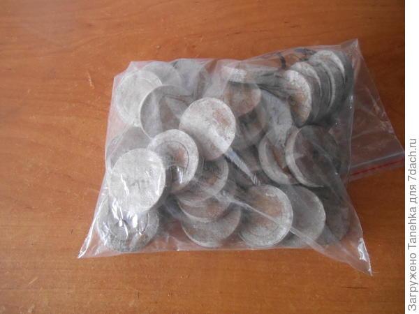 Торфяные таблетки в количестве 30 штук.