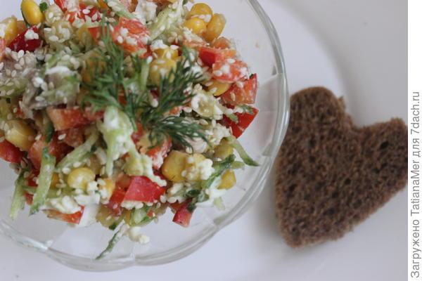 подавать с кусочком черного хлеба, в качестве заправки можно использовать йогурт или оливковое масло.