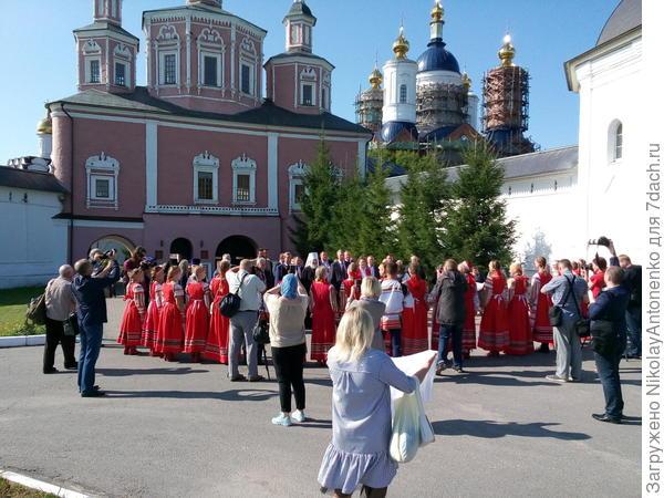 Утром губернатор области посетил Свенский монастырь.