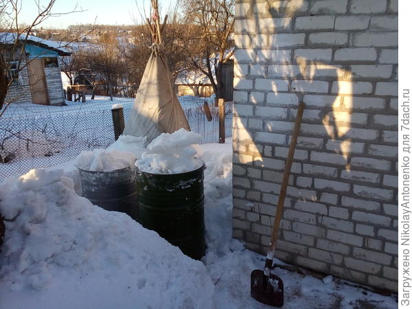 Бочки со снегом