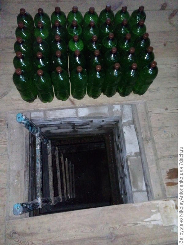 подвал, бутылки с квасом