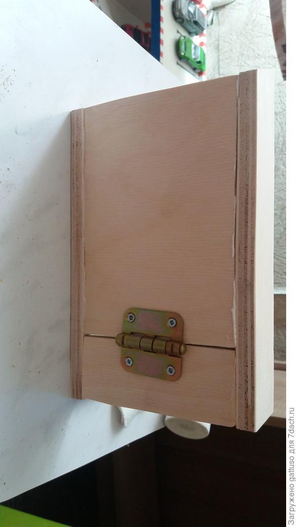 Вместо второй двери собрал., что то похожее на почтовый ящик))