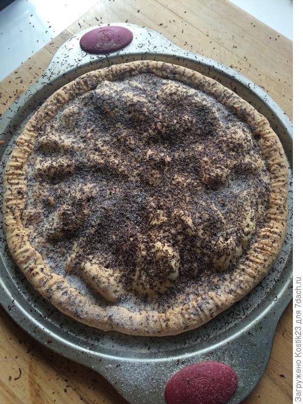 Посыпьте пирог горьким шоколадом и лавандовой сахарной пудрой... Пирог готов...
