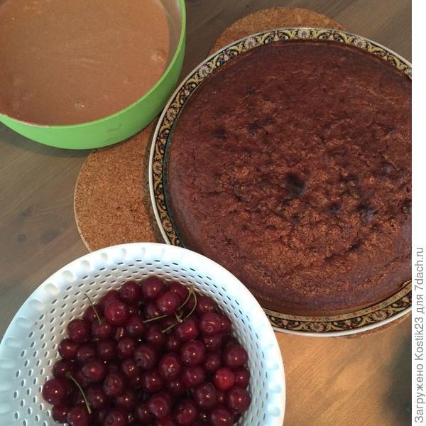 Пусть остынет и собираем наш ароматный пирог...:)
