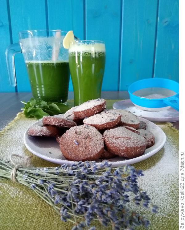 Шоколадное печенье с мёдом,лавандой и цедрой лимона и лимонад из щавеля с сиропом из цветков бузины